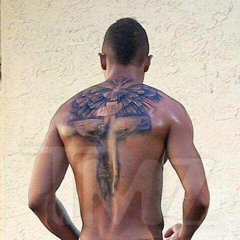 Nick Cannon Shows His New Crucifix Tattoo That He Replaced ...